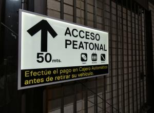 Señalización direccional y wayfinding en parkings